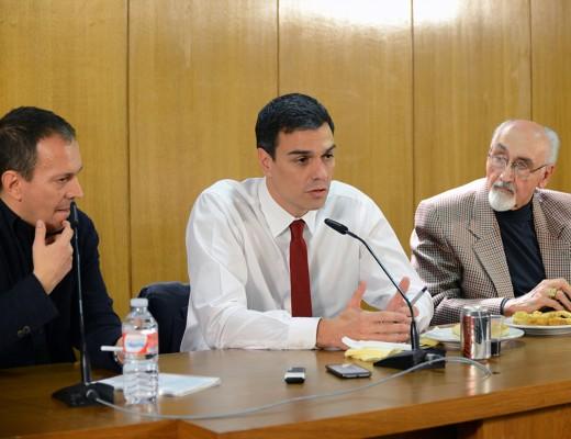 Pedro Sánchez junto al presidente del CCE(izda.) y de ACPE (dcha.)