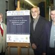 Al inaugurar la exposición, Jaime de Vicente, director del Otoño Cultural andaluz; Ramón-Darío Molinary, Pdte. de ACPE; y Rafael J. Terán, Pdte. del Colegio de Periodistas en Huelva.  Foto: Juan Ramón Rico INIA)