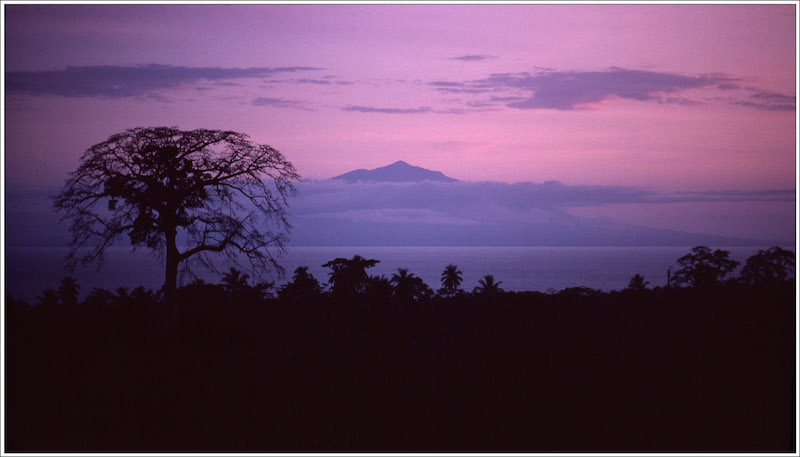 La mirilla universalista de un gran fotoperiodista en África hispánica: Robert Royal